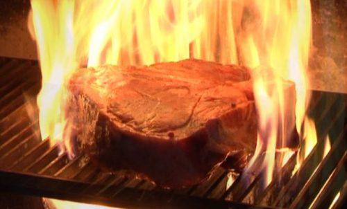 So sieht ein richtiges Steak aus! Foto: Flying Media