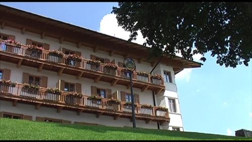 Hotel Das TEGERNSEE beeindruckt nicht nur durch die Lage ...